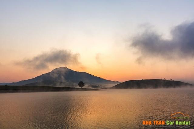 suoi vang lake